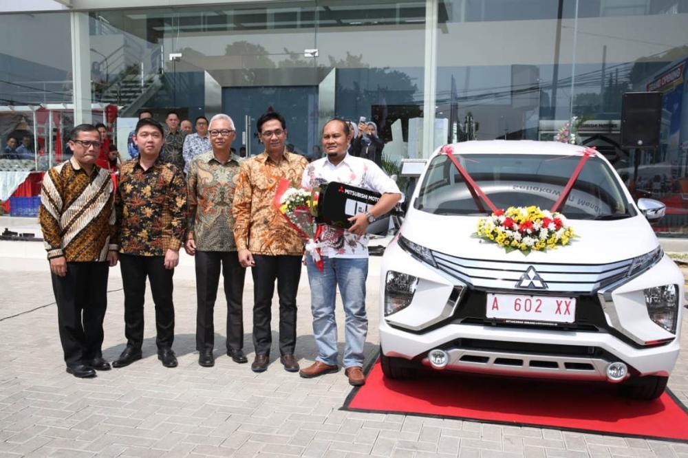 Gambar penyerahan Mitsubishi Xpander ke konsumen di Banten