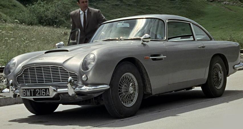 Gambar yang menunjukan mobil lawas Aston Martin DB5 dalam dilm Goldfinger