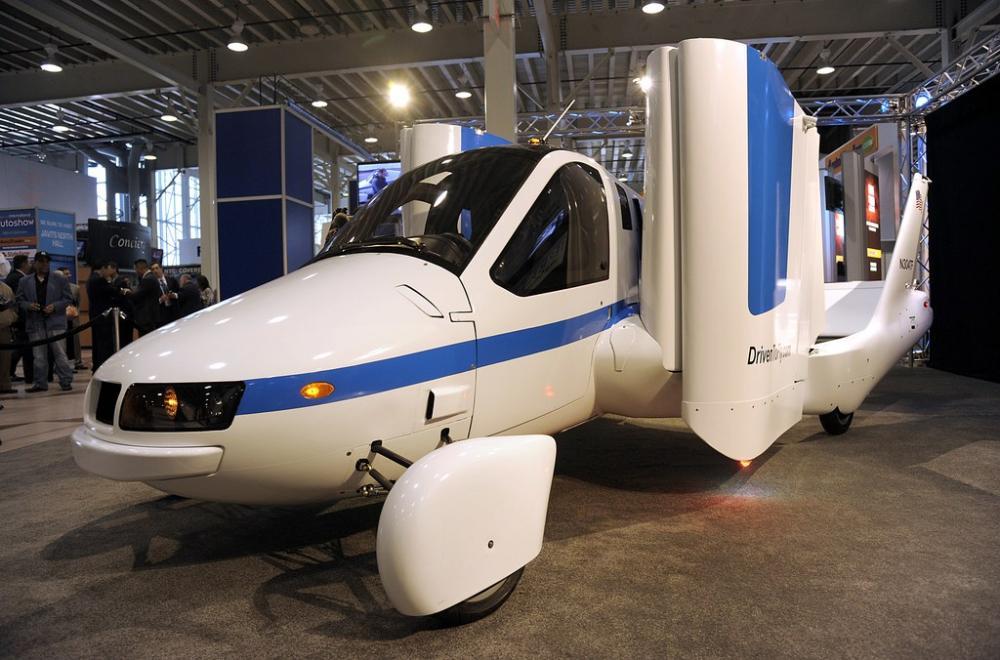 Gambar yang menunjukan mobil terbang Transition dari Terrafugia dalam model mobil