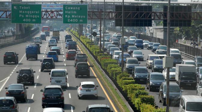 Gambar yang menunjukan kondisi lalu lintas jalan di Jakarta