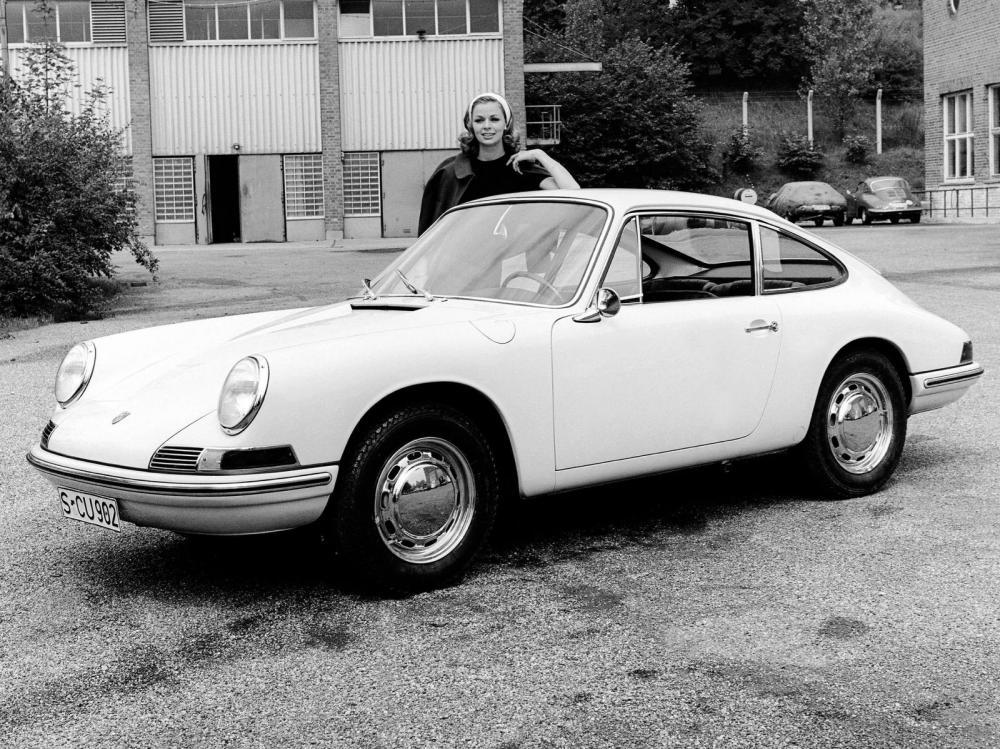 Gambar yang menunjukan mobil lawas Porsche 901 yang diproduksi pada tahun 1964