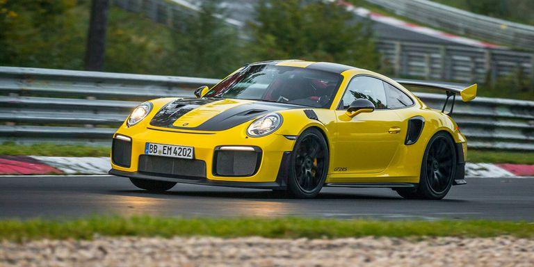 Gambar yang menunjukan mobil balap tercepat Porsche 911 GT2 RS