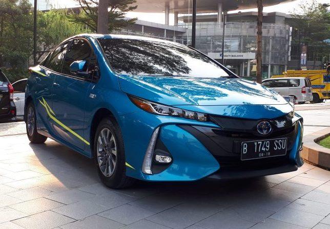 Gambar yang menunjukan produk terbaru Toyota berwarna biru