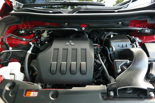 Gambar mesin Mitsubishi Eclipse Cross, nampak bersih