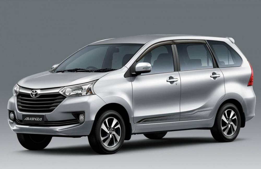 Gambar Toyota Avanza tampak dari samping