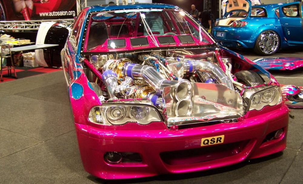 Gambar yang menunjukan mobil hasil modifikasi