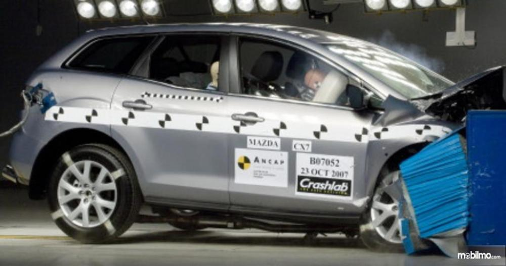 Mazda CX-7 2009 yang diuji coba tabrak oleh ANCAP