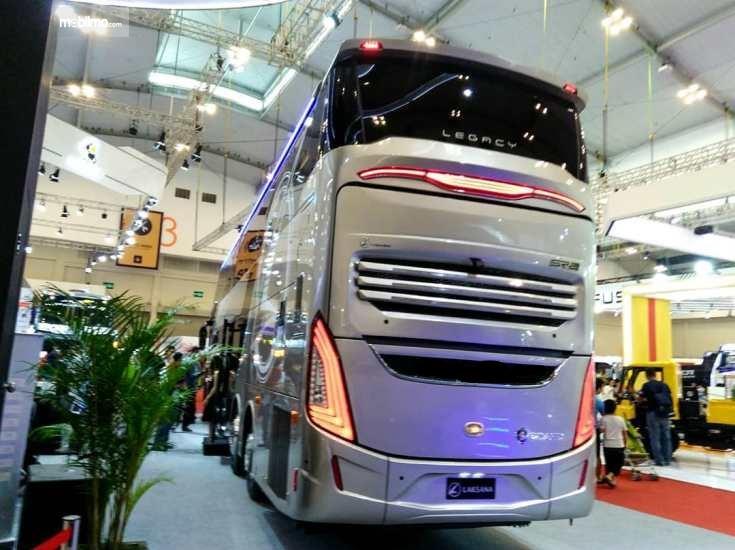 Foto bus tingkat Legacy SR2 Double Decker tampak belakang