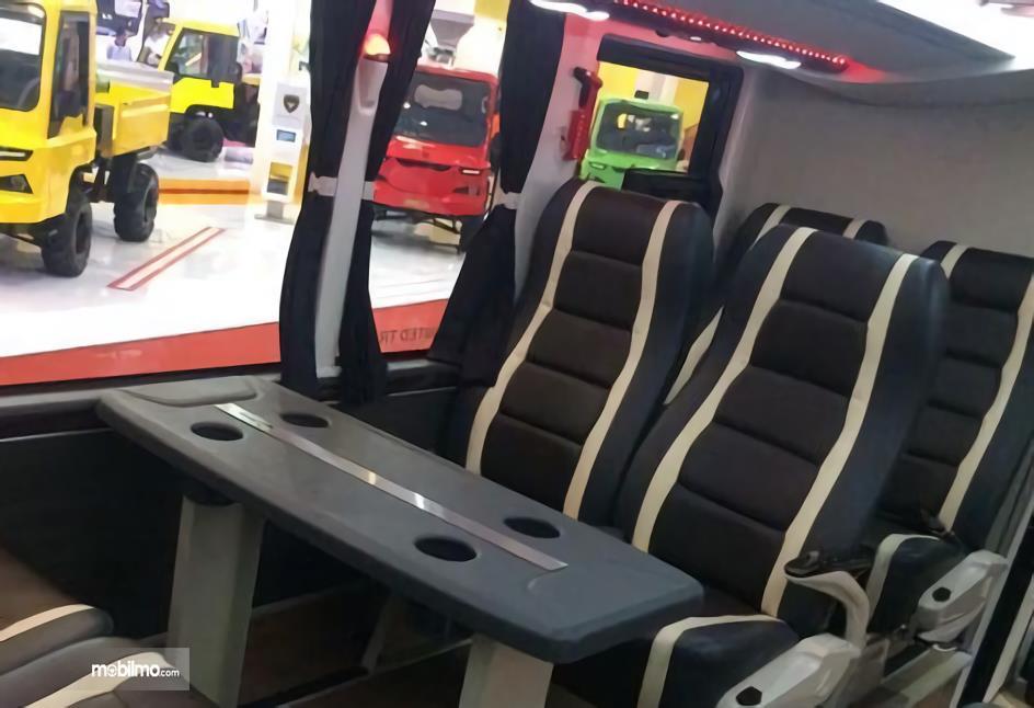 Interior Legacy SR2 Double Decker bus tingkat buatan Laksana