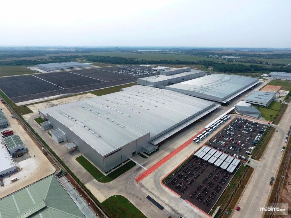 Gambar yang menunjukan pabrik Mitsubishi yang berada di Bekasi