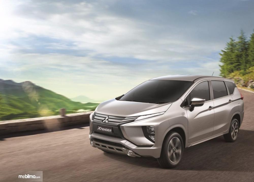 Gambar yang menunjukan mobil baru Mitsubishi Xpander