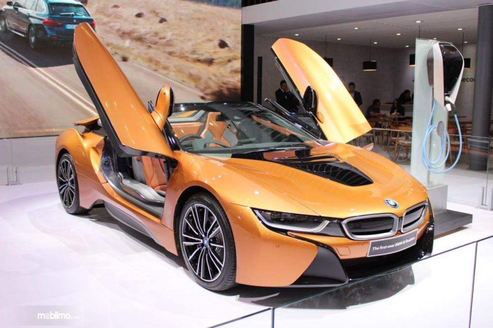 Foto BMW i8 Roadster tampak keren dan mewah