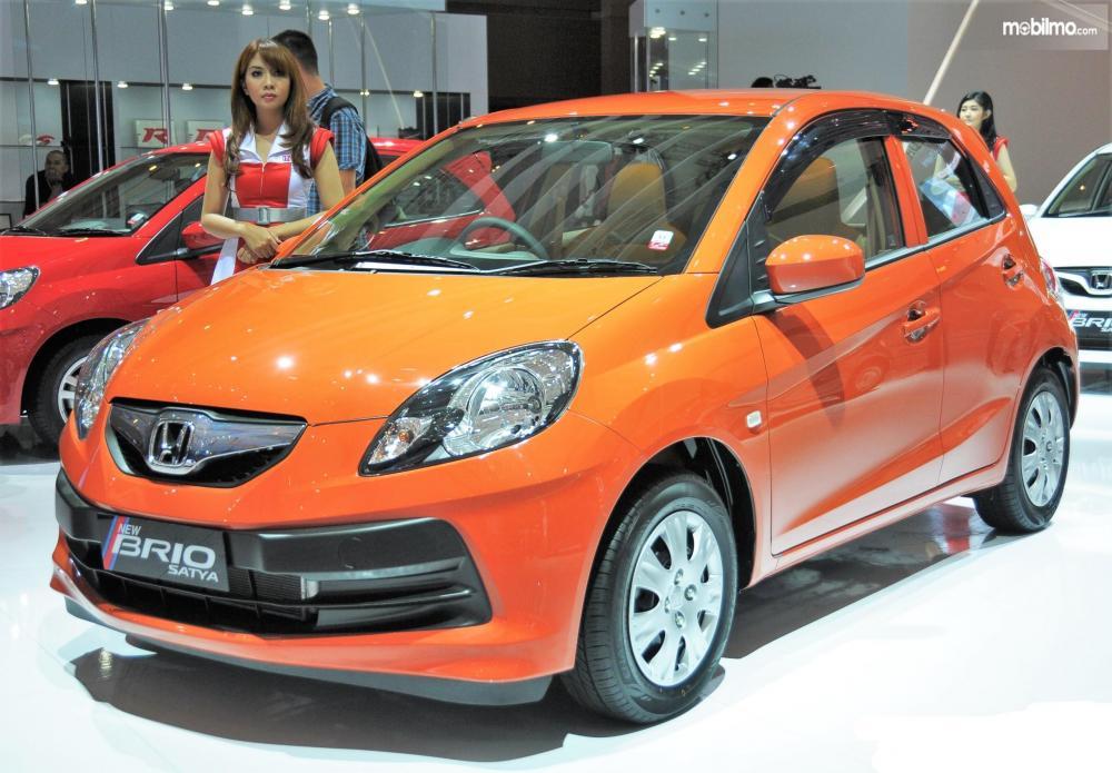 Foto Honda Brio Satya 2013 tampak dari depan samping