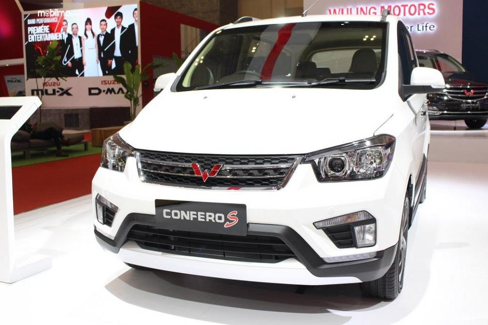 Gambar yang menunjukan mobil baru Wuling Confero S di GIIAS 2018