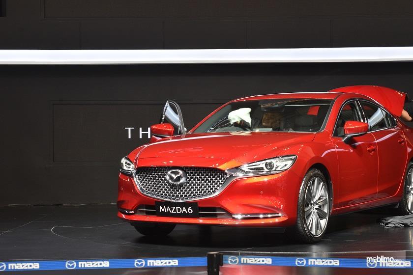 Gambar yang menunjukan mobil baru Mazda pada GIIAS 2018