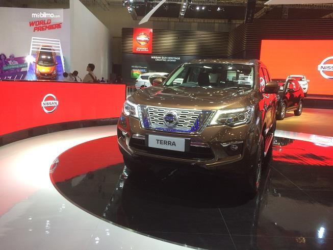 Gambar yang menunjukan mobil baru Nissan Terra pada pameran GIIAS 2018