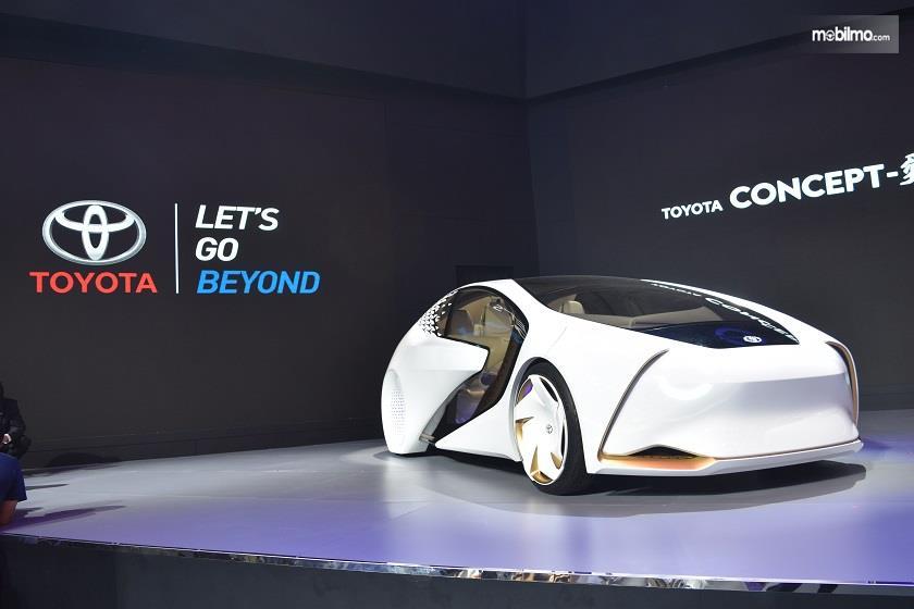 Gambar yang menunjukan mobil konsep Toyota pada GIIAS 2018