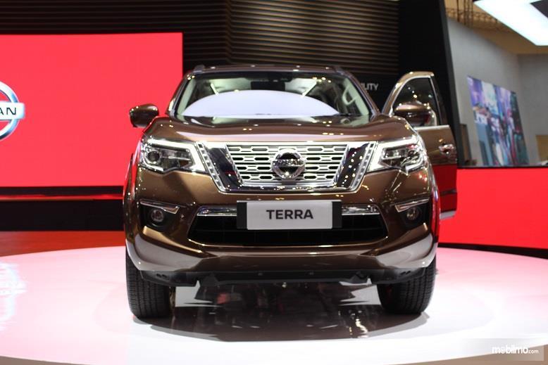 Gambar yang menunjukan mobil SUV baru Nissan Terra
