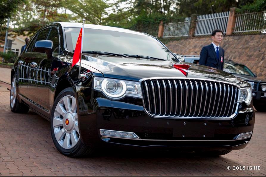 Gambar yang menunjukan mobil limosin Hongqi N501