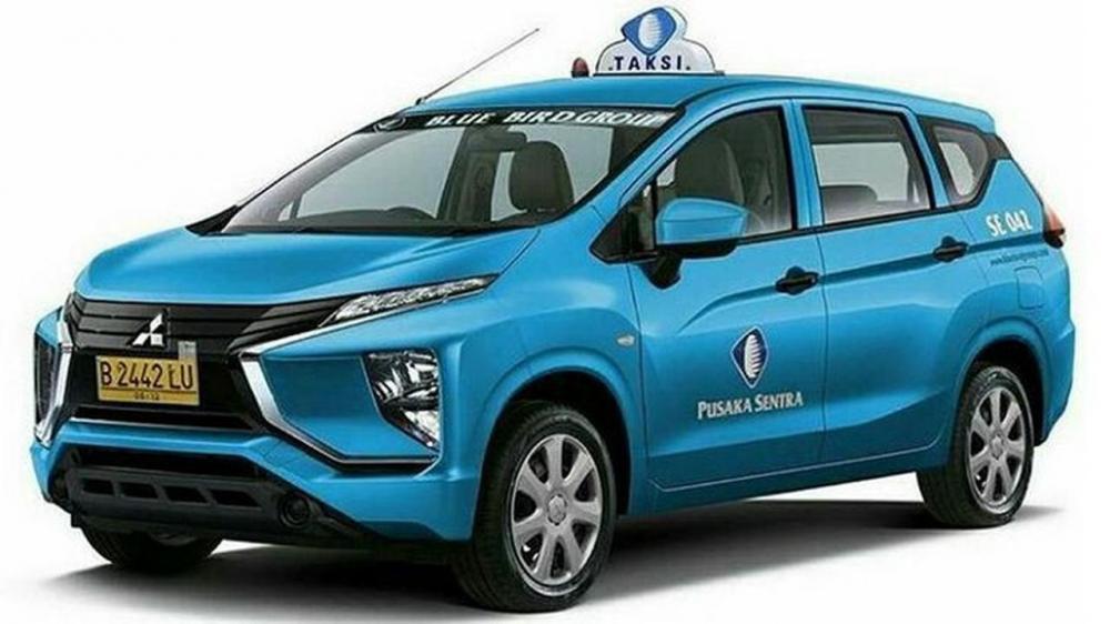 Gambar yang menunjukan bagian Xpander yang diedit menjadi logo blue bird