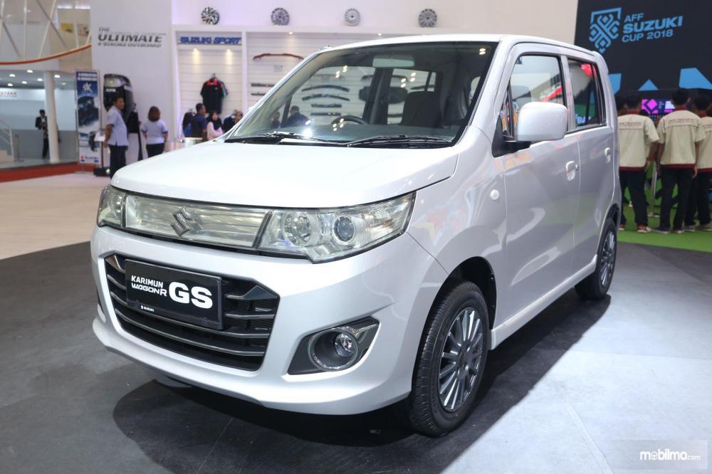 Gambar Suzuki Karimun Wagon GS tampak depan samping