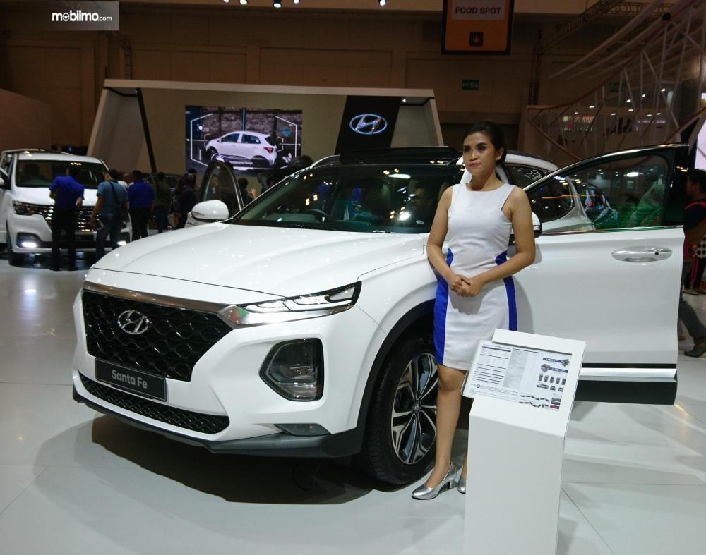 Foto Hyundai Santa Fe tampak depan