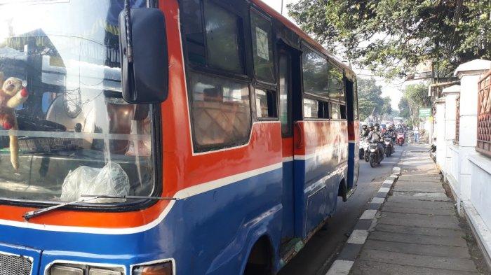 Gambar yang menunjukan kopaja yang ada di Jakarta