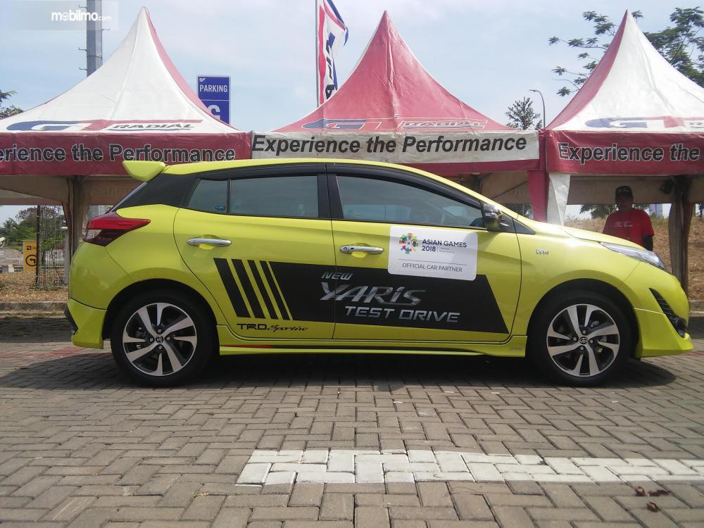 Terlihat tampak samping Toyota Yaris TRD Sportivo 2018