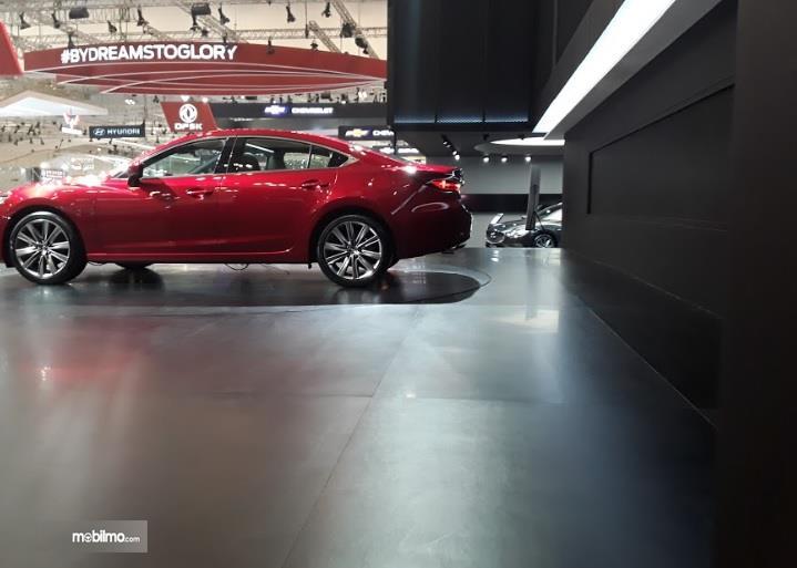 Bagian Samping Mazda6 Sedan 2018 Sangat Stylish dan Elegan