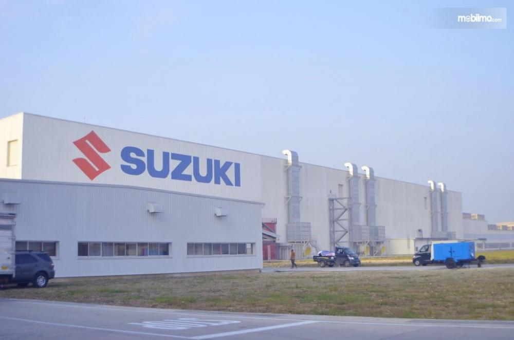 Foto Pabrik Suzuki Cikarang tampak depan