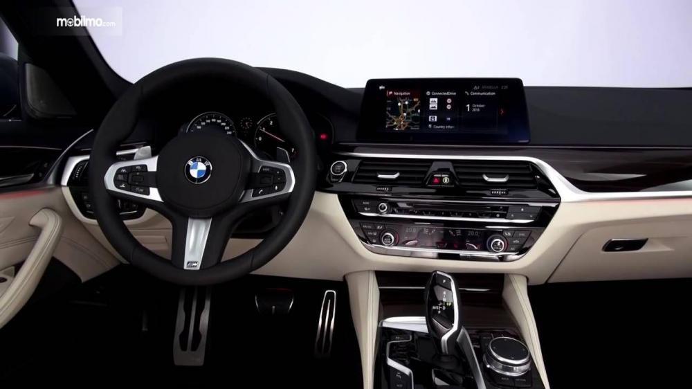 BMW 530i 2017 Memiliki Paduan Dua Warna Dalam Kabin Serta Dashboard