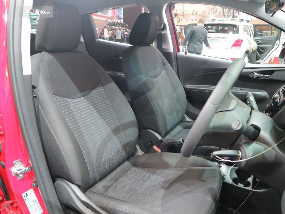 bagian kursi baris pertama Chevrolet Spark 2018 yang dilapisi dengan fabric