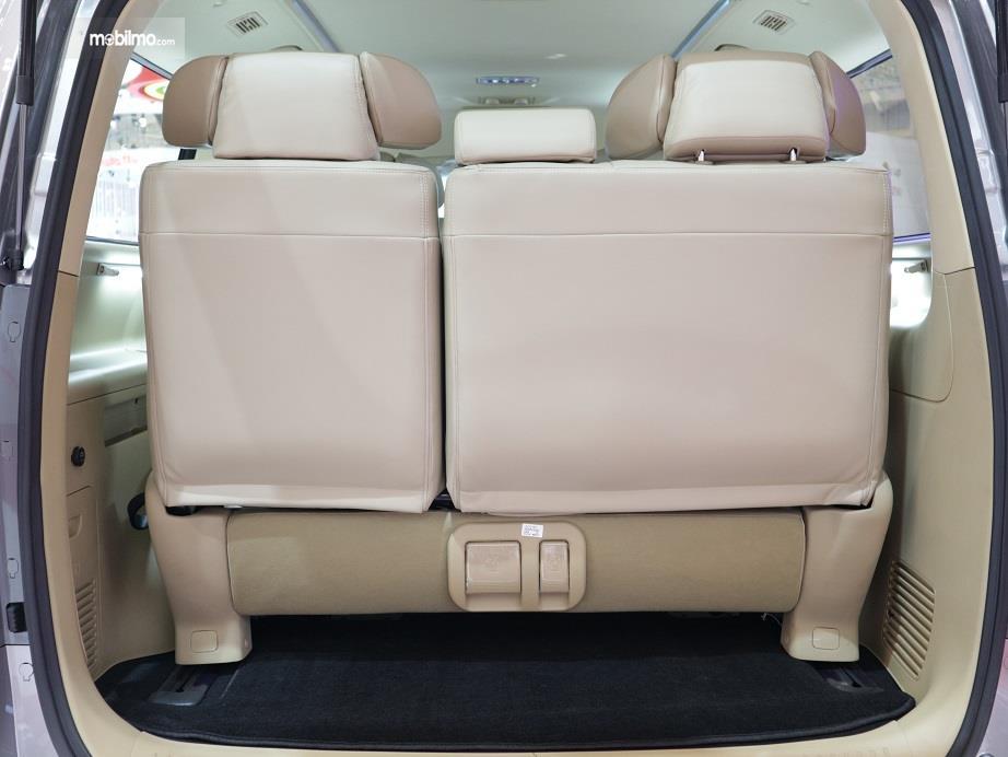 bagian bagasi Hyundai H-1 2018 yang muat untuk menampung 4 koper berukuran 20-24 inci