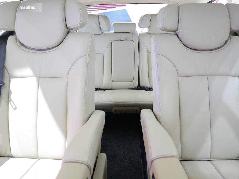 bagian kursi baris kedua dan ketiga Hyundai H-1 2018 yang dibalut dengan kulit khusus