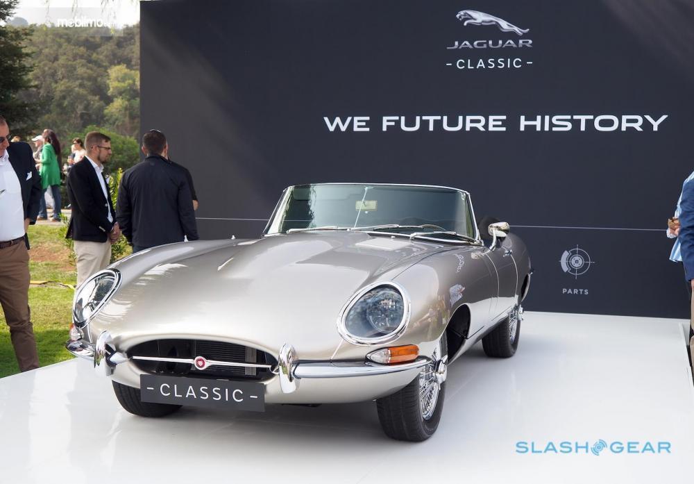 Foto Jaguar Classic E-type Zero tampak samping depan