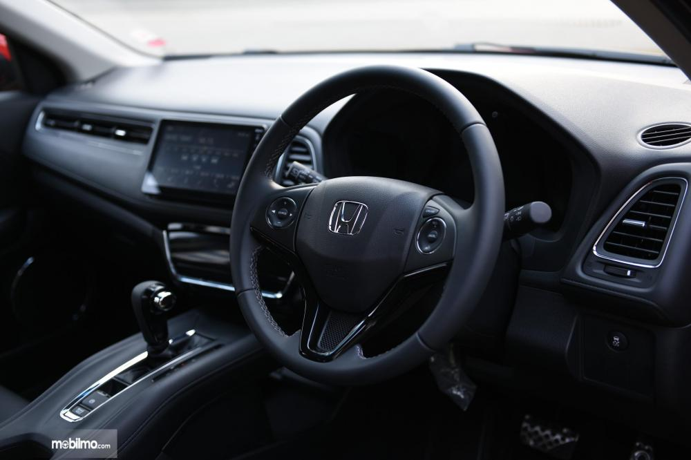 Tampak layout interior Honda New HR-V 1.5L E Special Edition warna hitam