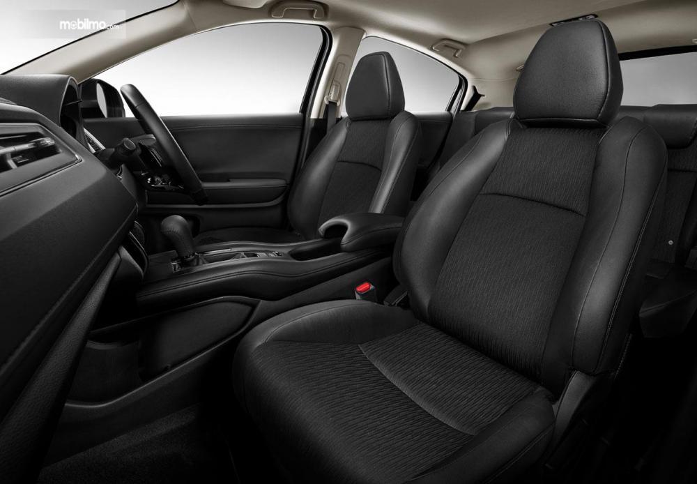 Tampak kursi depan baru dari mobil Honda New HR-V 1.5L E Special Edition