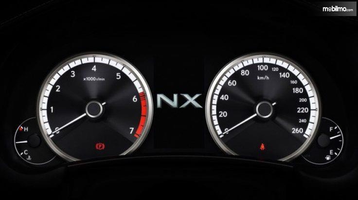 Panel spidometer pada Lexus NX300T F-Sport 2018