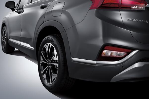 Bagian Samping Hyundai Santa Fe 2018 Dengan Detail Yang Stylish