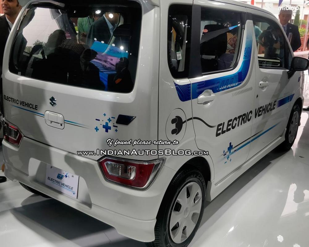 Gambar yang menunjukan bagian belakang mobil prototipe Wagon R EV