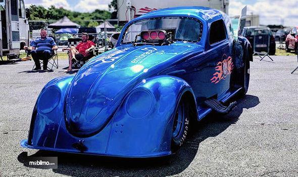 Gambar yang menunjukan The Nitro Bug, mobil modifikasi tercepat di dunia dari depan