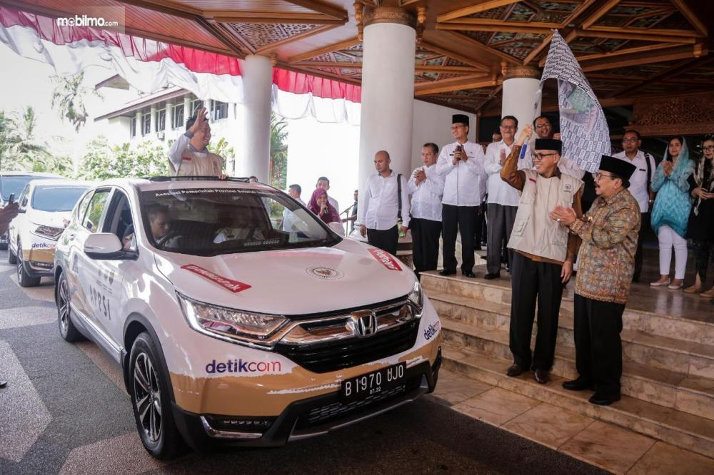 Foto All New Honda CR-V Turbo tampak dari depan samping