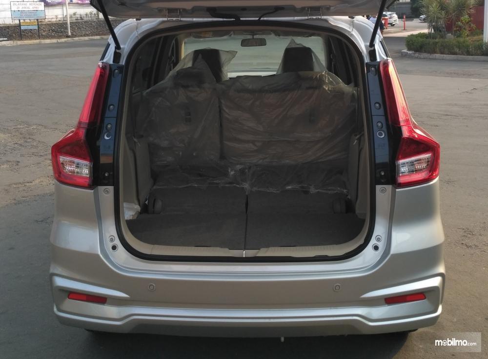 bagian bagasi Suzuki Ertiga GL 2018 yang cukup luas ketika kursi baris ketiga dilipat