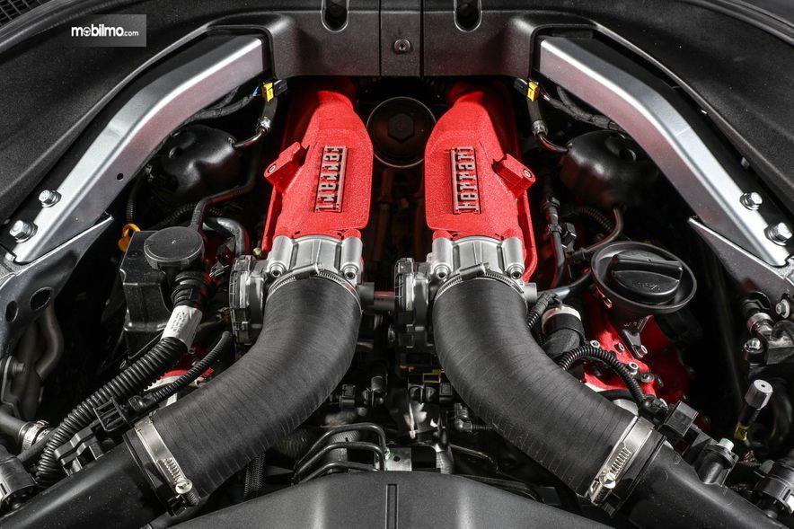 Gambar yang menunjukan bagian mesin dari Ferrari Portofino 2018