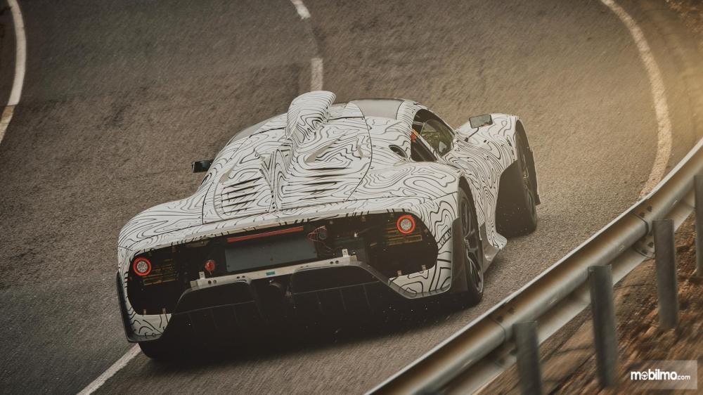 Gambar yang menunjukan akselerasi prototipe Mercedes-AMG Project One
