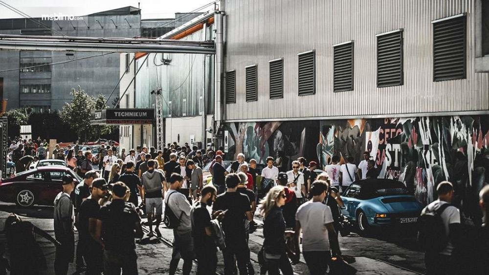 Gambar yang menunjukan pengunjung Luftgekühlt di Munich, Jerman