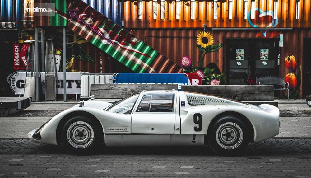 Gambar yang menunjukan salah satu mobil unik Porsche dalam Luftgekühlt