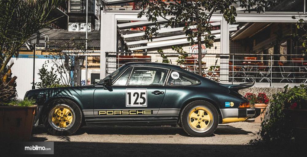 Gambar yang menunjukan mobil-mobil dalam pameran mobil Luftgekühlt