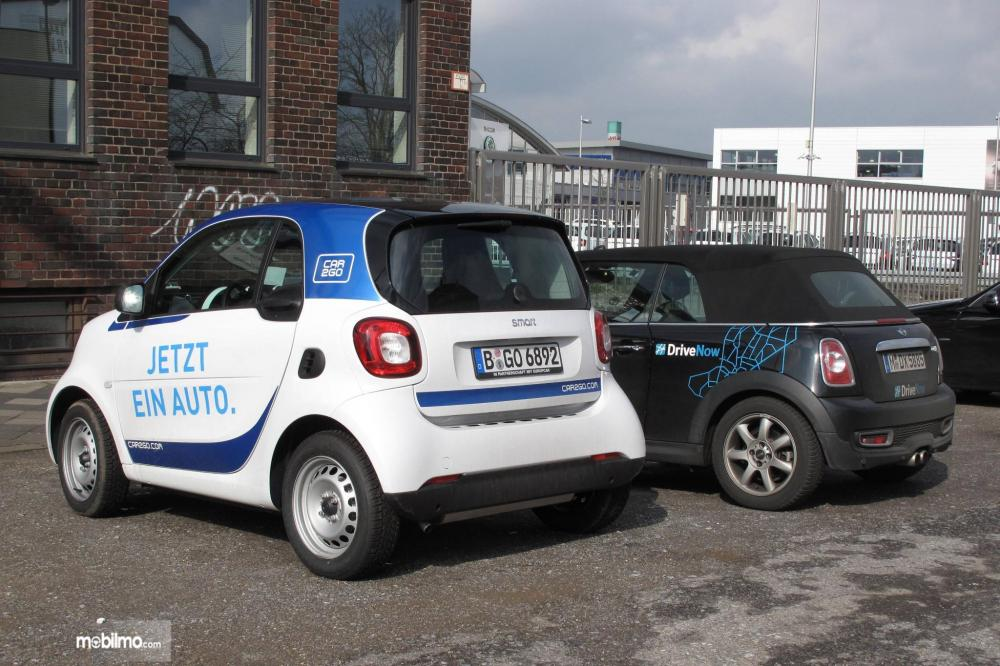 Foto mobil Car2Go dan DriveNow parkir bersama