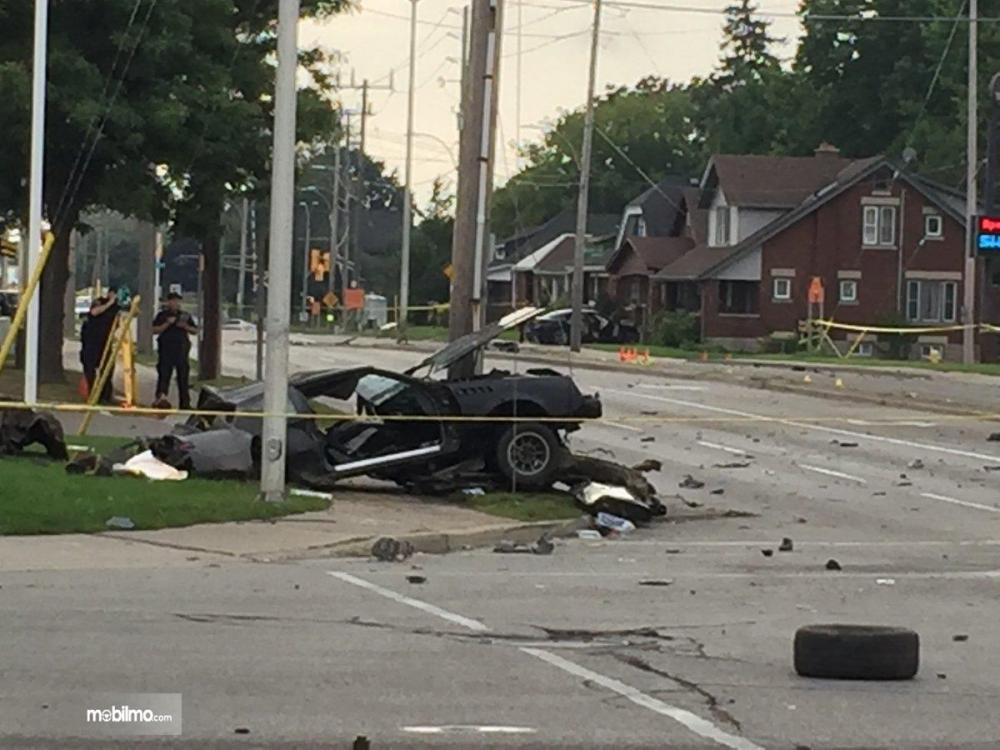 Foto sedan mengalami kecelakaan